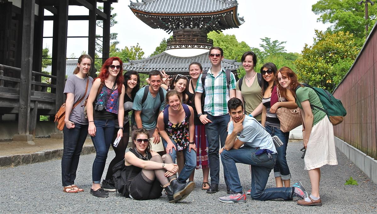 Travel course, students at Buddhist temple