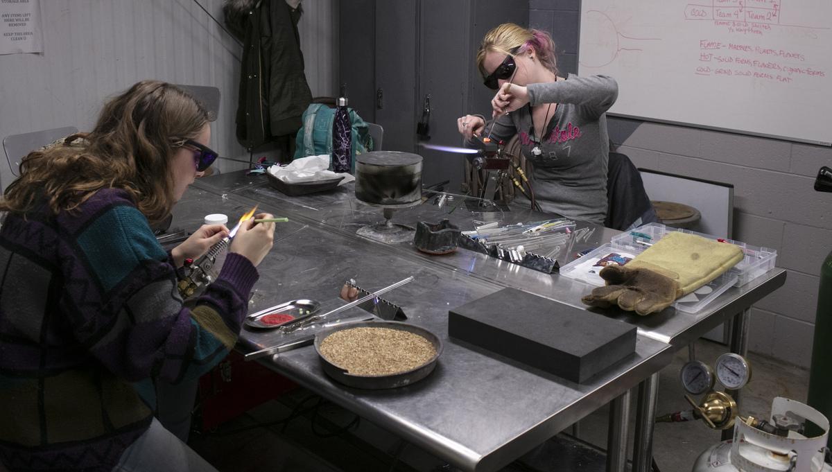 Jewelry/Metalsmithing students in studio