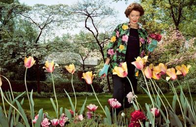 """Sage Sohier, """"Mum in her garden, Washington D.C.,"""" 2003, from WBUR"""